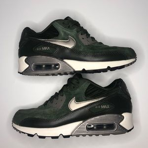 Air Max 90 Green Suede women's size 7